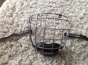 Bauer Re-Akt cage. Size small