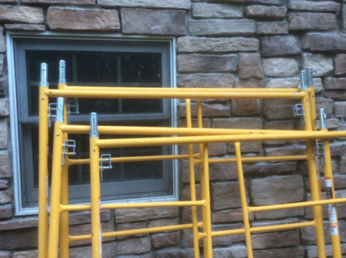 11 foot Rolling Badger Ladder A-1 Scaffolding Tower Aluminum planking Used