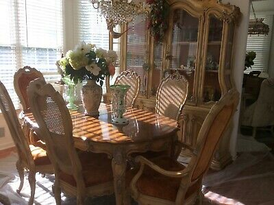 French Provincial Dining Room Set w 2 leaves 9 pieces Hoke Furniture Co