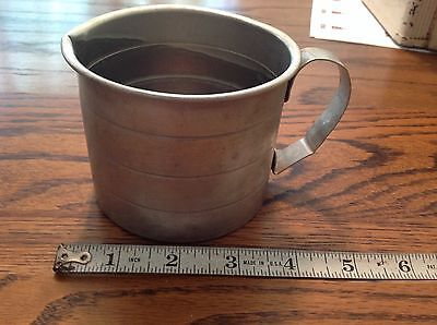 Vintage 2 cup aluminum liquid measuring cup with handle