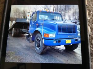 1994 International tilt and load ramp truck