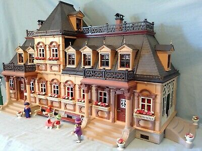 Playmobil - Victorian 5300 Dolls House with Figures & Furniture Bundle