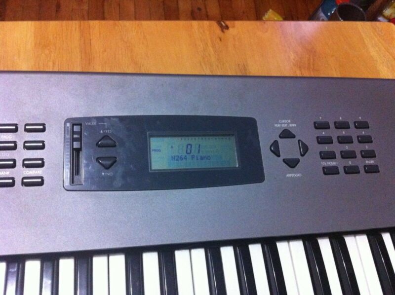 KORG N264 Music Workstation Synthesizer Keyboard local pick up