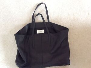 Brand New Wilfred  leather hand bag buy from Aritzia