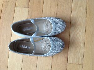 Size 12 girls dress shoes.  Super sparkly!