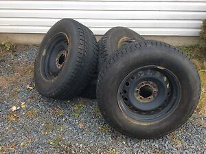 Ford F-150 steel wheels and tires 265/70R17