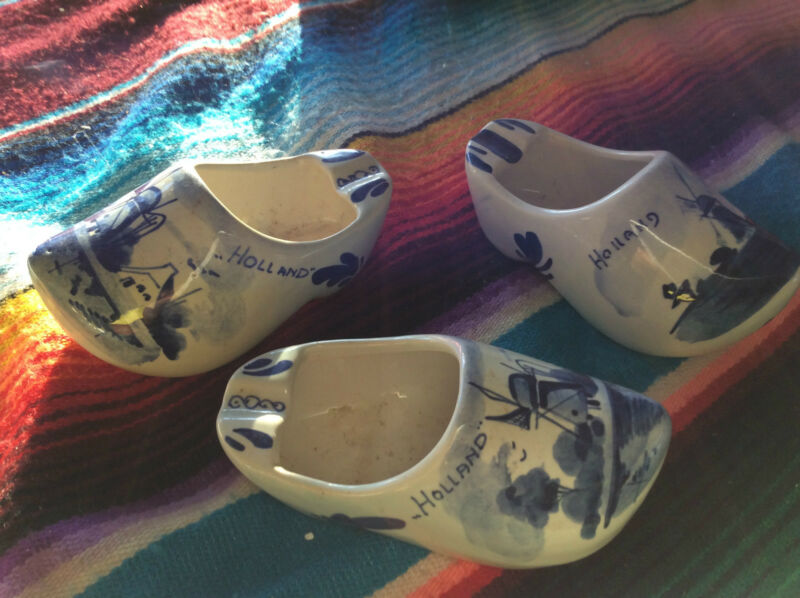 3 X DELFT CLOGS.HOLLAND.BLUE AND WHITE.ASHTRAYS