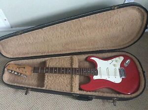 Vantage Strat (copy) with hard shell case