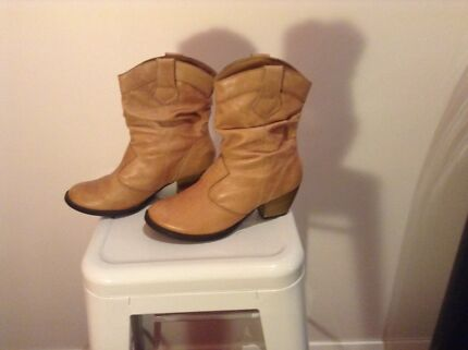 Ladies Boots  Broadmeadow Newcastle Area Preview