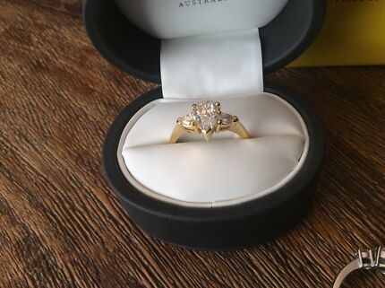 Sterling silver and 9 carat gold ring