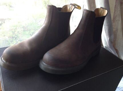 Dr Martens brown boots size 7us m, 39eu, air cushion sole. Worn once.