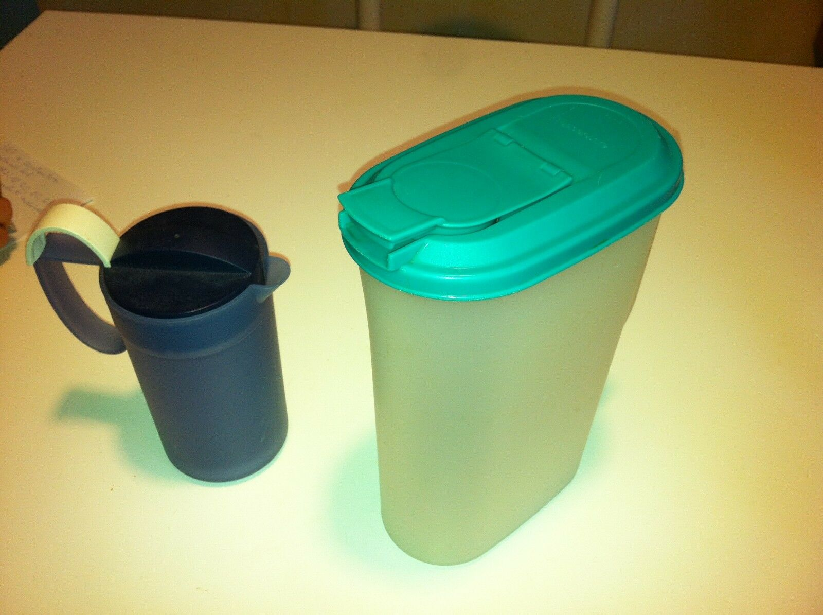 TUPPERWARE SET 2 CARAFFE PER LIQUIDI