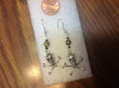 SKULL AND CROSS BONES HALLOWEEN  SKELETON CROSSED earrings - Skull And Bones Halloween