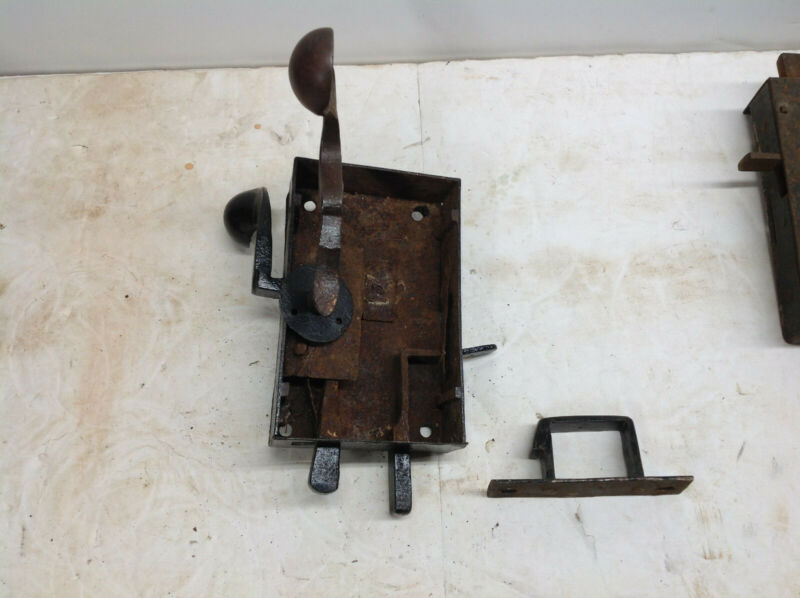 ANTIQUE VINTAGE GERMAN DESIGN ELBOW LATCH FROM LANCASTER PA AREA