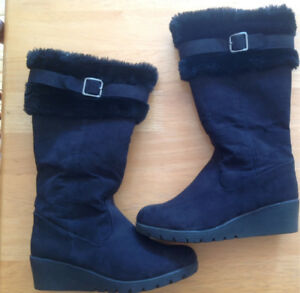Girls American Eagle boots Size 2.5