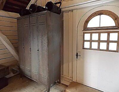 Traumhafter großer antiker Spind / Schrank aus Metall - Industrial Design