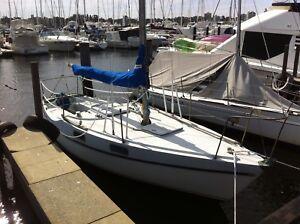 23ft Hood yacht