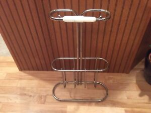 Toilet roll holder with magazine rack