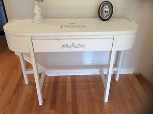 Gorgeous console table refurbished. Firm price. I don't deliver