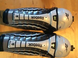 REEBOK 8K SENIOR HOCKEY SHIN PADS