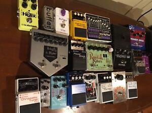 Un paquets de pedales d effets ( guitare/ bass)