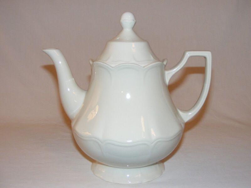 VINTAGE ENGLISH  IRONSTONE POTTERY 6 CUP TEA POT HEIRLOOM  MEAKINS ENDLAND