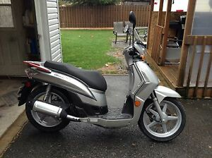 Scooter kymco  2009 model PEOPLE   S 125 .Bas km 514-775-2547