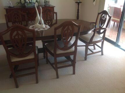 Dining Extending Table With Quality Chairs