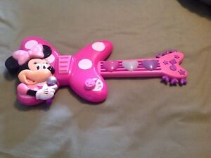 Longueuil - Guitare Minnie Mouse