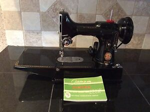 Singer 222k Feather Weight Sewing Machine and case