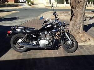 2005 Yamaha Virago 250 with helmet East Victoria Park Victoria Park Area Preview