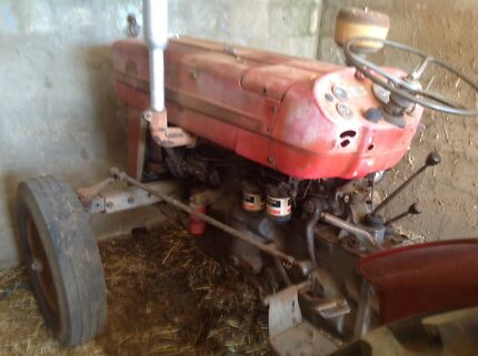 Tractor and implements Virginia Playford Area Preview