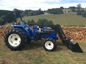 New Holland T1530 45hp 4x4 tractor Front end loader Baw Baw Area Preview