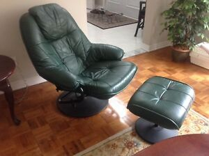 Leather chair with foot rest/chaise en cuir