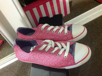 Brand New Women's Converse Shoes Size 7 * CONDITION  APPLY