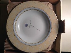 New Hertitage Mint boxed set of rimmed soup bowls