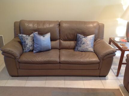 NATUZZI ITALIAN LEATHER COUCH Beaumaris Bayside Area Preview