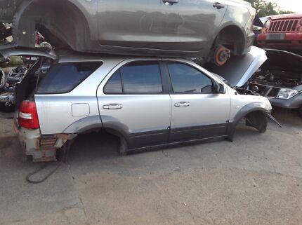 Wrecking 2009 Kia cerato