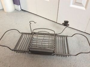 Bath tray in excellent condition
