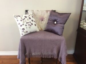 Mauve Bouclair Accents