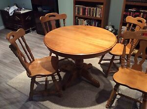 PINE PEDESTAL TABLE & CHAIRS