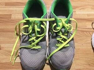 """Women's New Balance size 8 shoes """"VG Cond"""""""