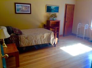 LARGE Furnished ROOM close to Dal Dec 1 or earlier