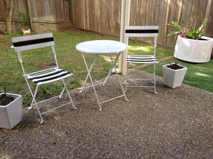 Outdoor garden furniture Cafe style two seats + table