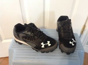 Under Armour baseball / softball cleats. Youth size 4