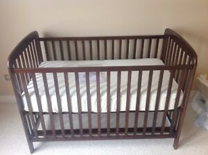 Adjustable crib for sale