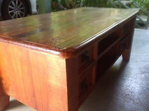Recycled Oregon solid timber coffee table Malak Darwin City Preview