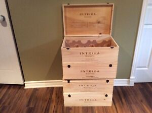 Grosses caisses de vin en bois / big wooden box of wine