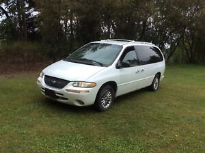 1999 Chrysler Town & Country AWD