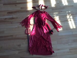Lot 91 - costume Halloween diablesse ( 7 ans)